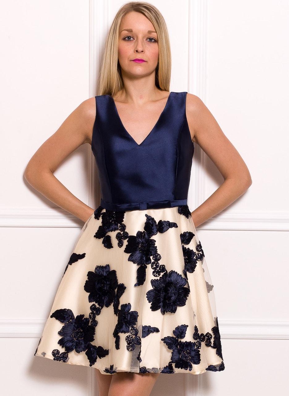 Dámské šaty s květy A střih modro - béžová - Due Linee - Promoce a ... 5f91c9ea3a