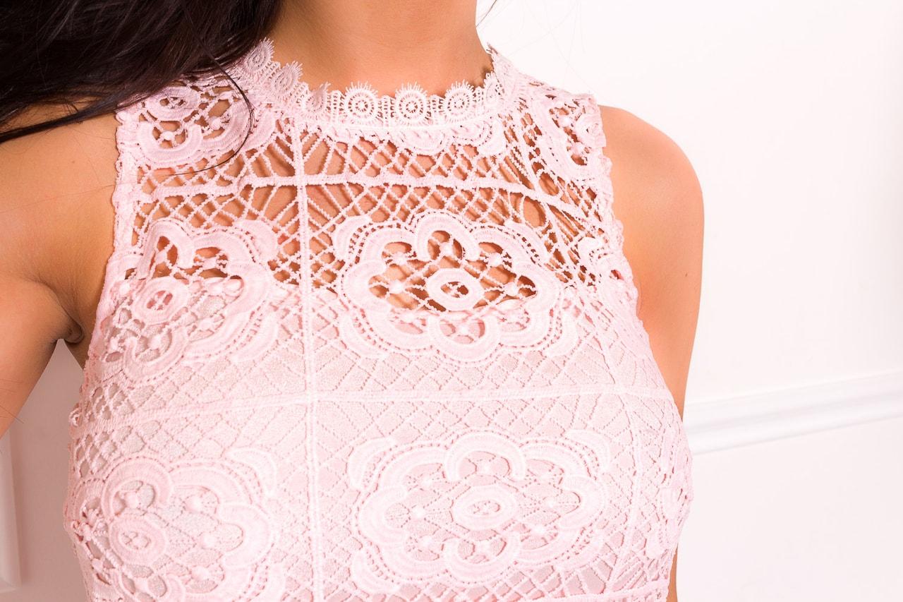 Glamadise.sk - Dámské šaty z krajky - světle růžová - Due Linee ... e3ef5cbdcf