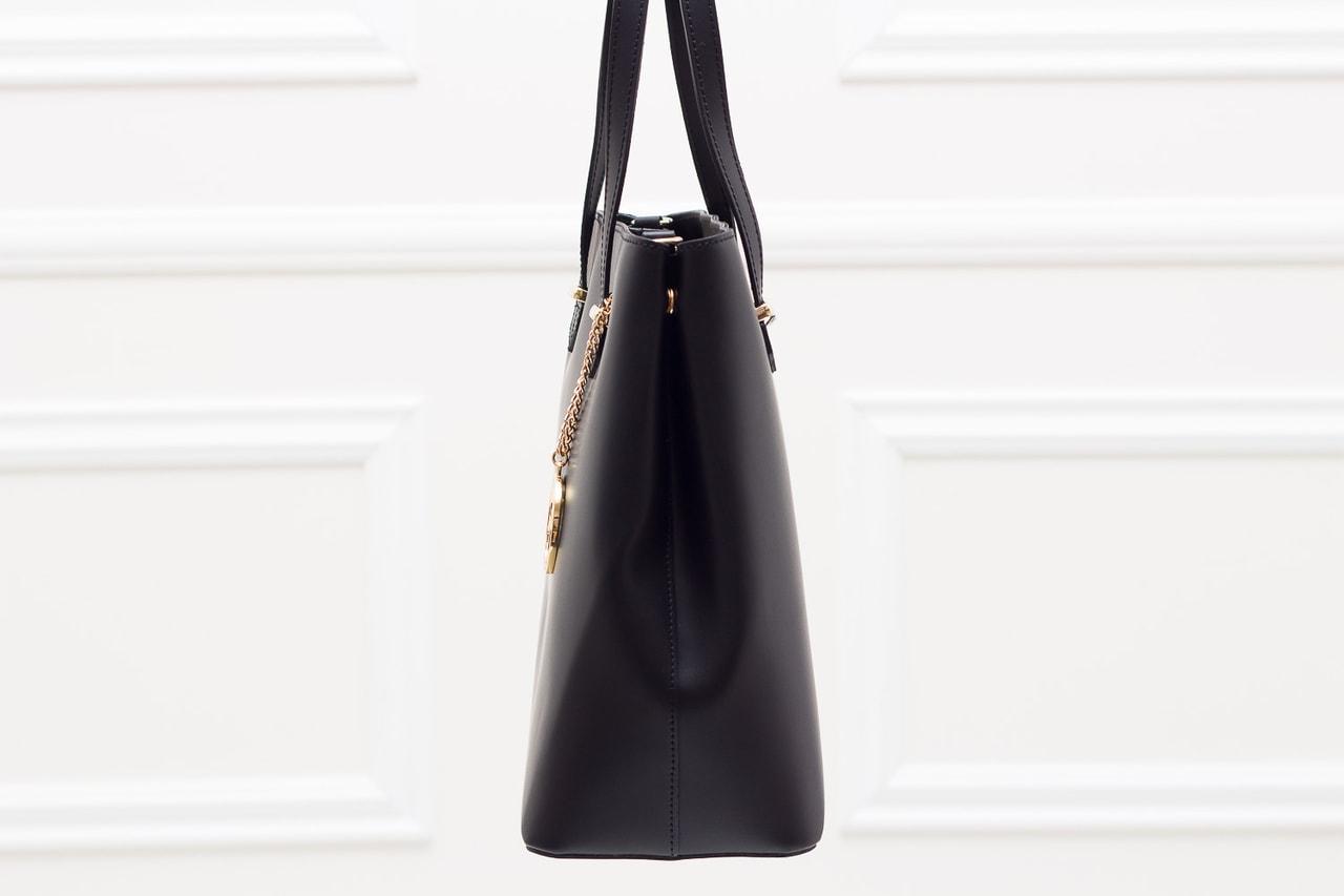 Glamadise.sk - Dámska kožená kabelka s cvokmi po strane - čierna ... 7d9cca7de7a