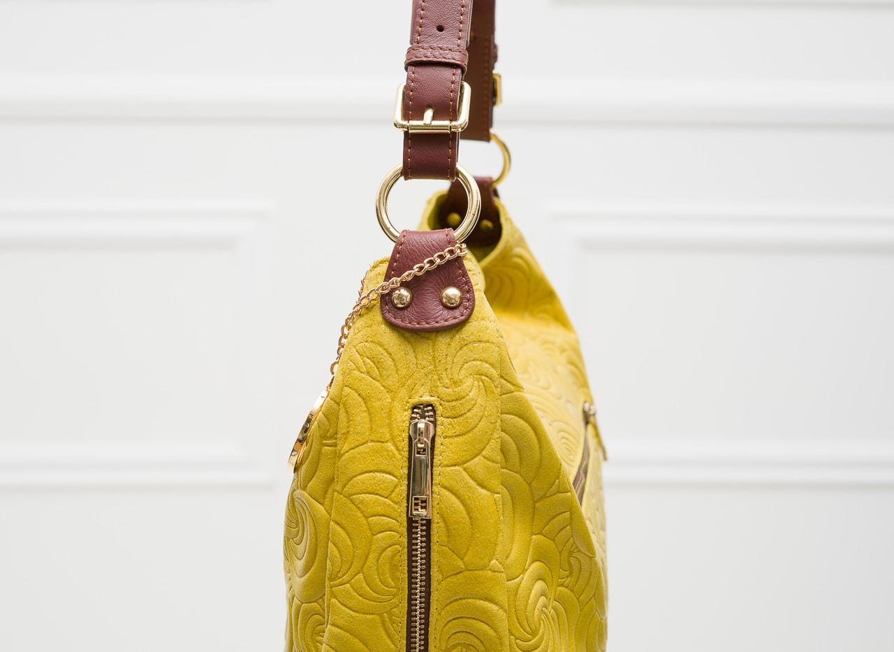 Glamadise.sk - Dámska kožená kabelka cez rameno zdobená kvetmi ... f1cd166fc6f