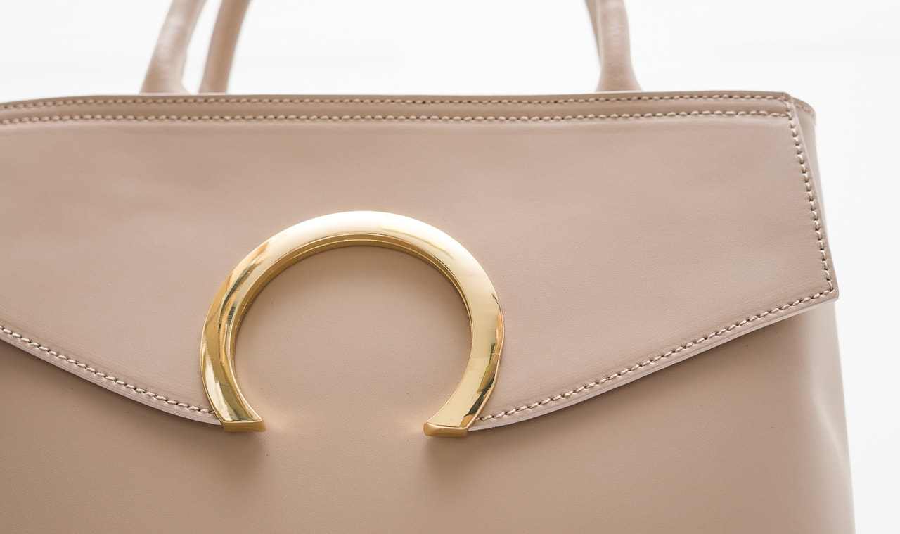 Glamadise.sk - Dámska kožená kabelka malá so zlatým kruhom - staro ... 35979d34414