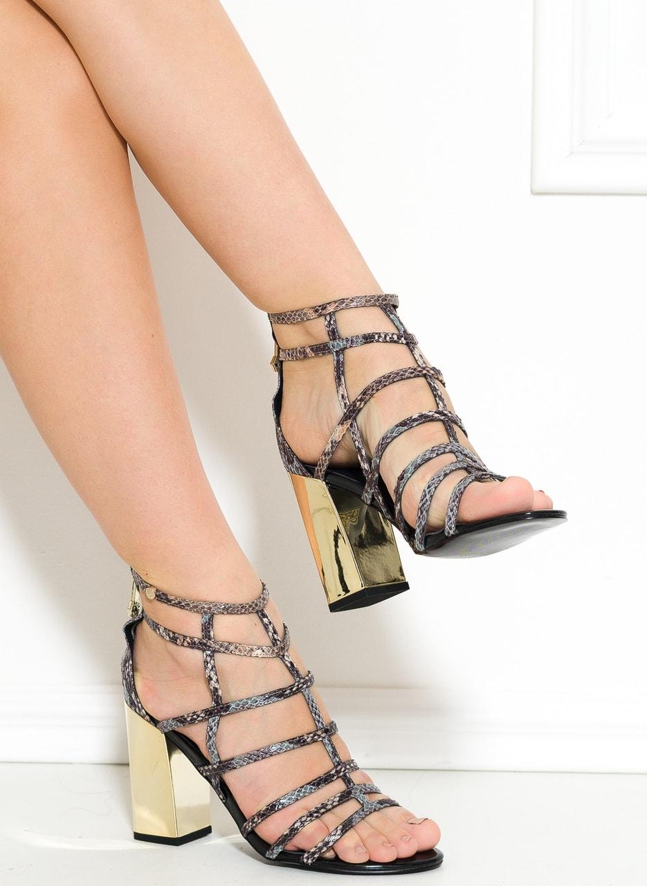 21646ae15a8 Versace jeans páskové sandály na podpatku hadí - Versace jeans ...