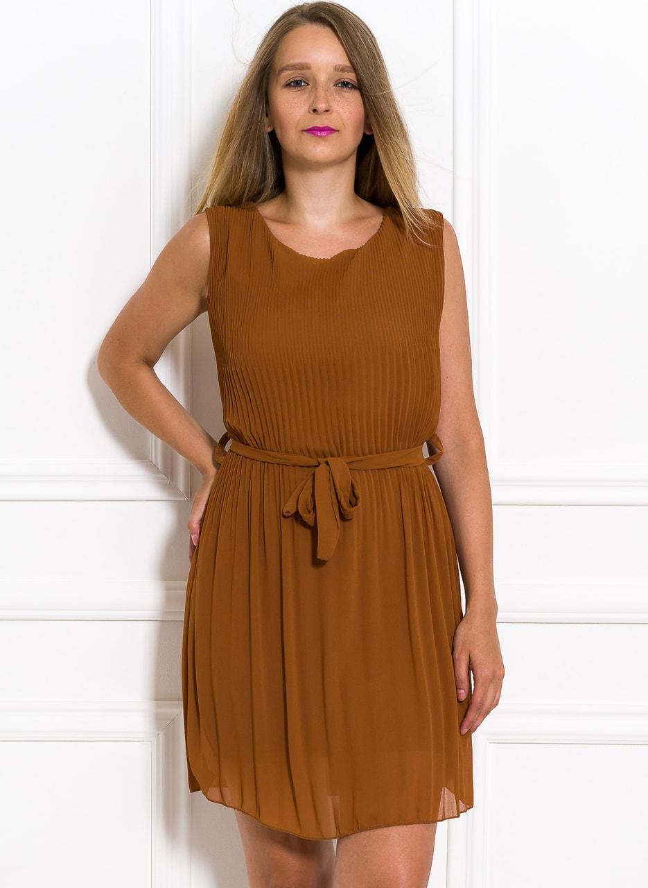 Glamadise.sk - Šifónové letné šaty okrovej plisované - Glamorous by ... 911f1d3844e