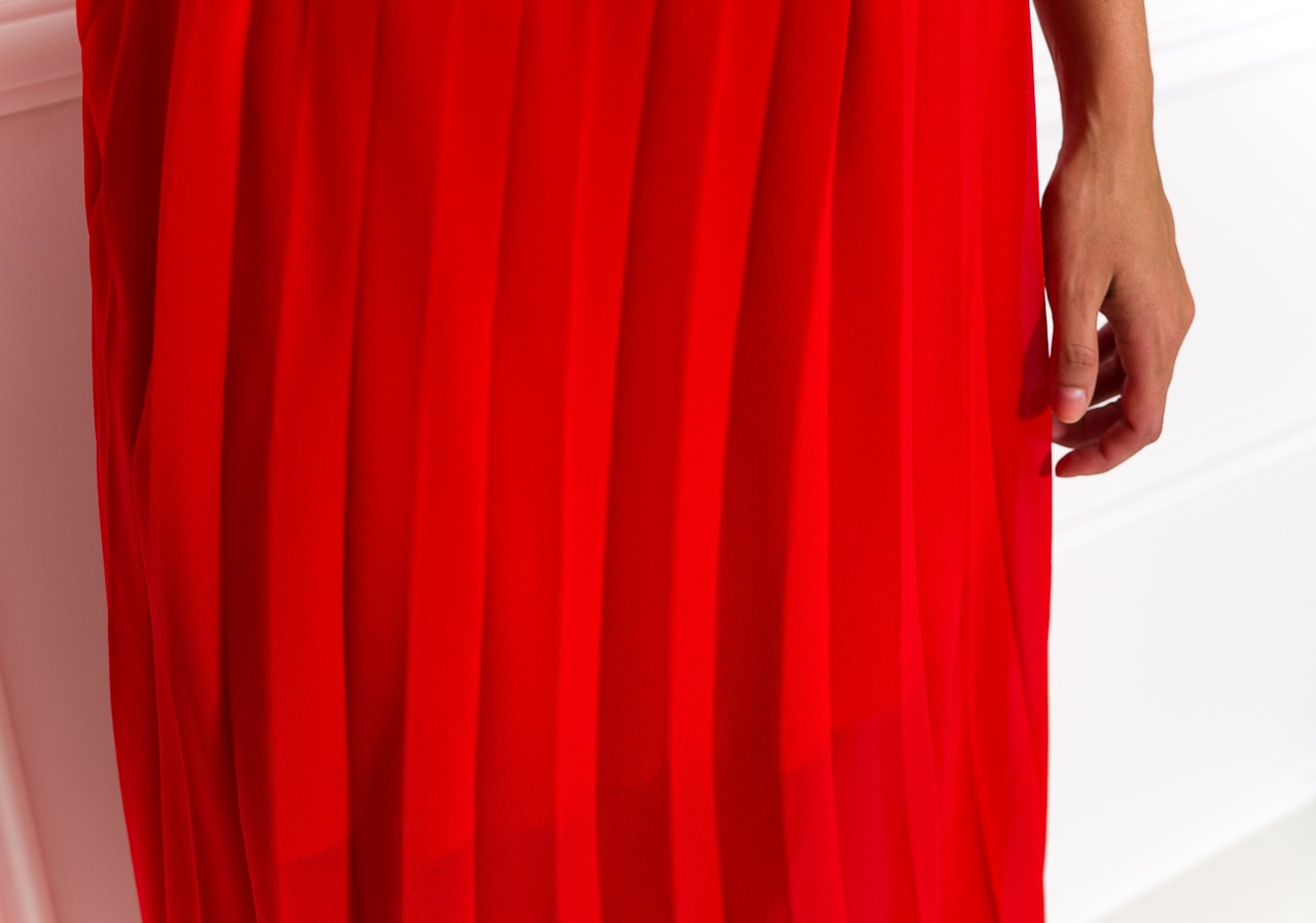Dlouhé šaty červené plizované - Glamorous by Glam - Letní šaty ... 083241538e