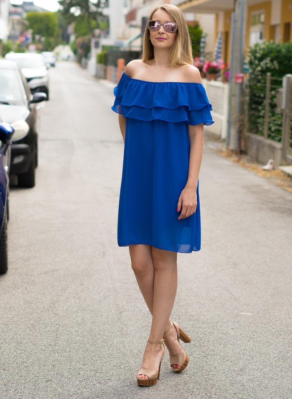 Dámské letní šaty s volánem královsky modré - Glamorous by Glam ... ca6785a9165