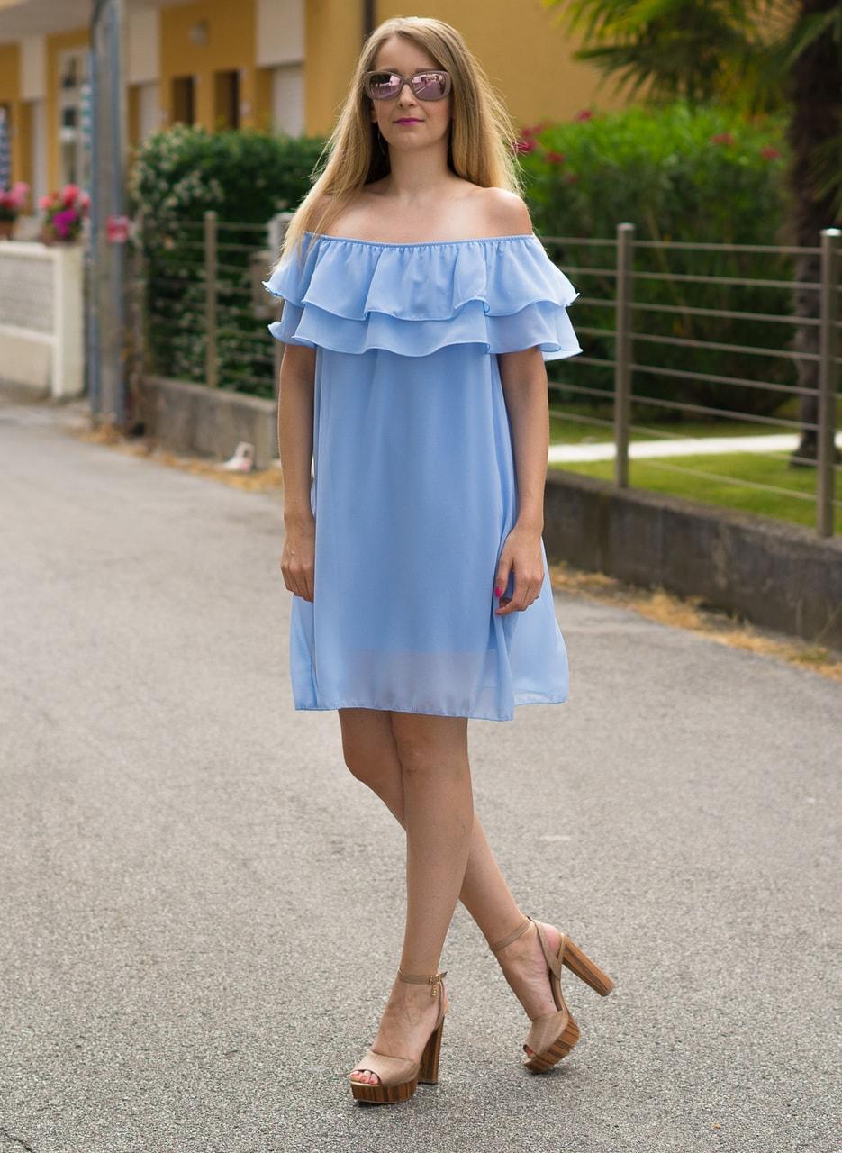 Glamadise.sk - Dámske letné šaty s volánom svetlo modré - Glamorous ... b7f4b539fc4