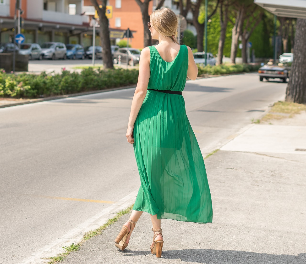 Glamadise.sk - Dlhé šaty zelené plisované - Glamorous by Glam ... ad5944a49a