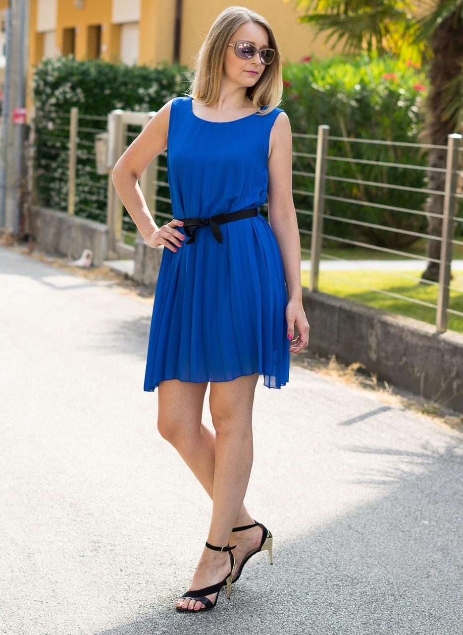 Glamadise.sk - Plisované letné šaty zo šifónu kráľovsky modrej ... aab6007912e
