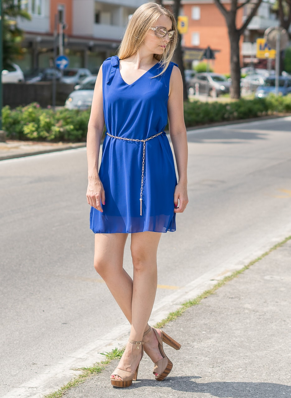 Glamadise.sk - Kráľovsky modré letné šaty s retiazkou - Glamorous by ... 3f5928feb94