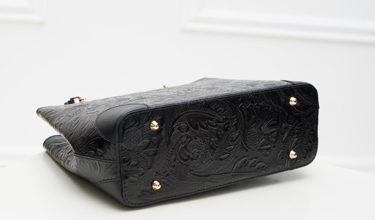 7ab45448e30 Glamadise.sk - Dámská kožená kabelka ražená s květy - černá ...