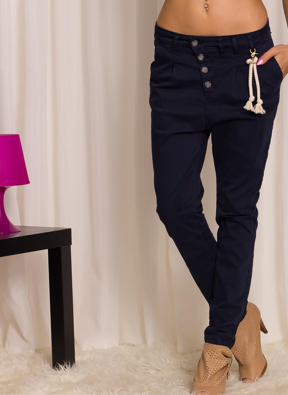a42f8b4a5a6 Dámské tmavě modré kalhoty s nízkým sedem - Glamorous by Glam ...