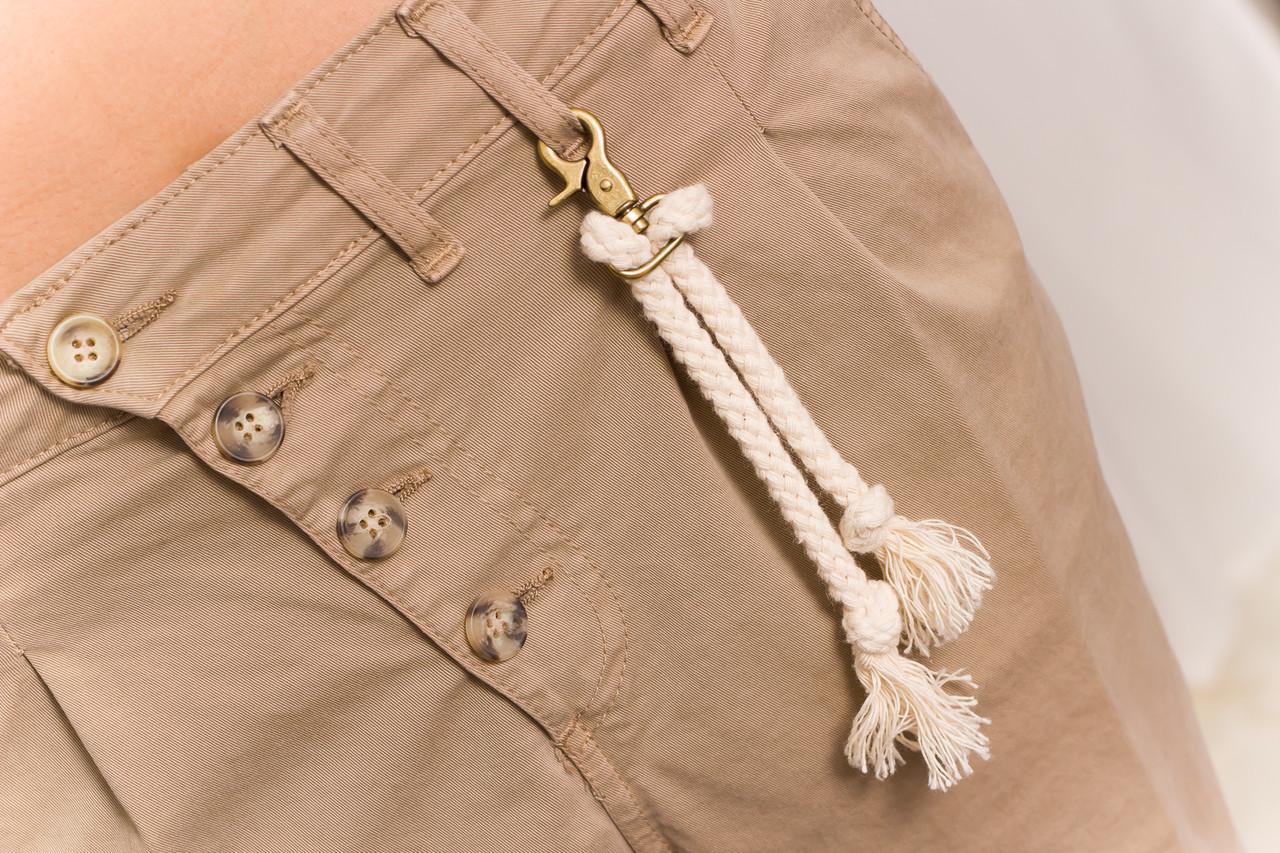 9cb51c60d8e Dámské béžové kalhoty s nízkým sedem - Glamorous by Glam - Kalhoty ...
