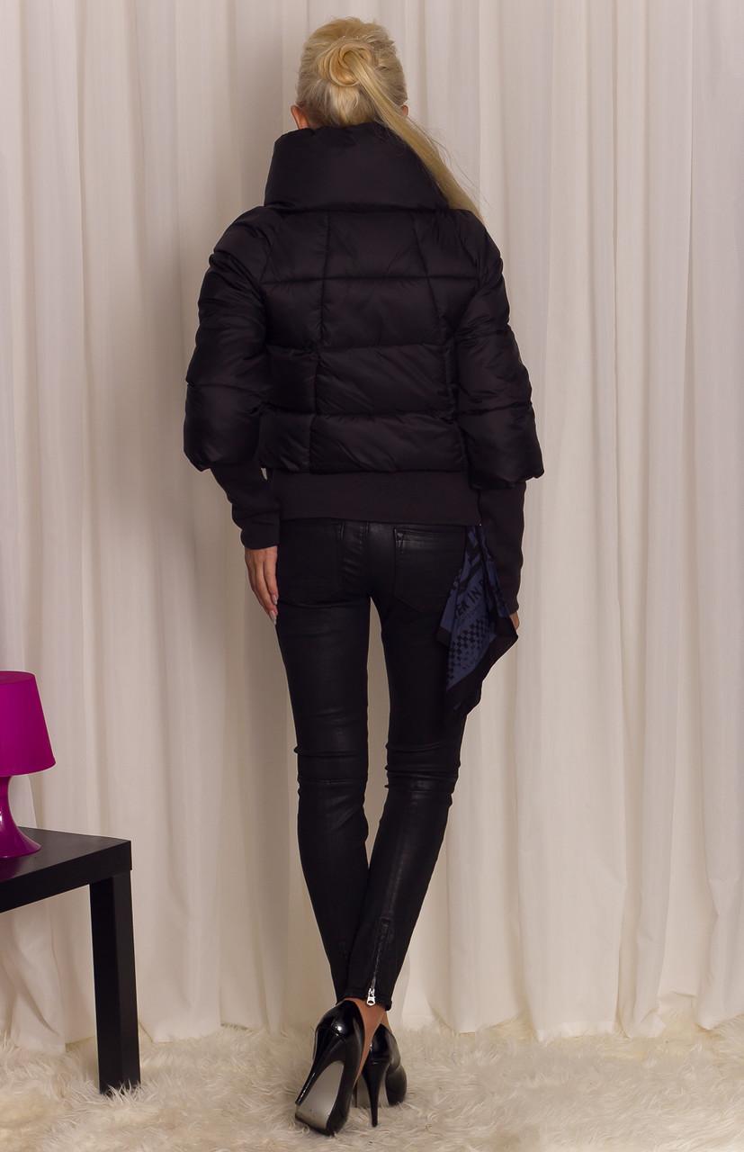 Glamadise.sk - Dámska krátka zimná bunda s lemom - čierna - Bundy ... 9ce7e79ea51