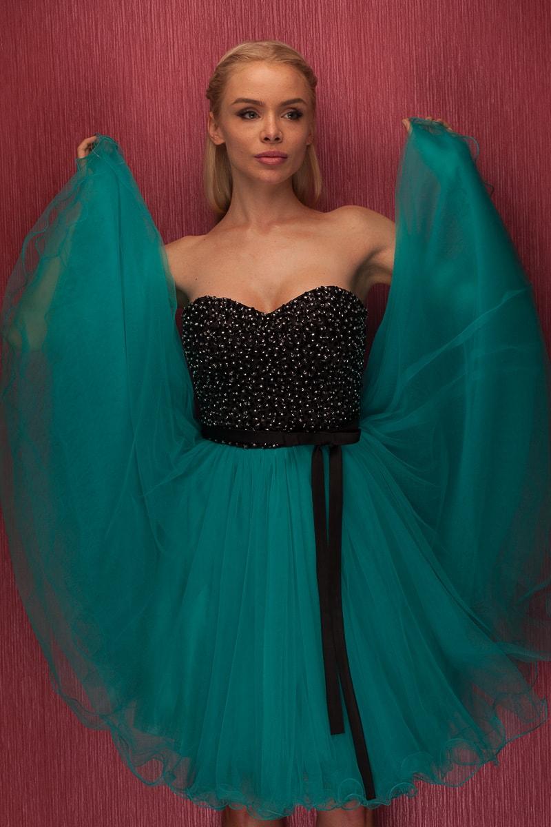 Dámské krátké plesové šaty bez ramínek - zelená - Due Linee - Šaty ... e1c4ffaddf