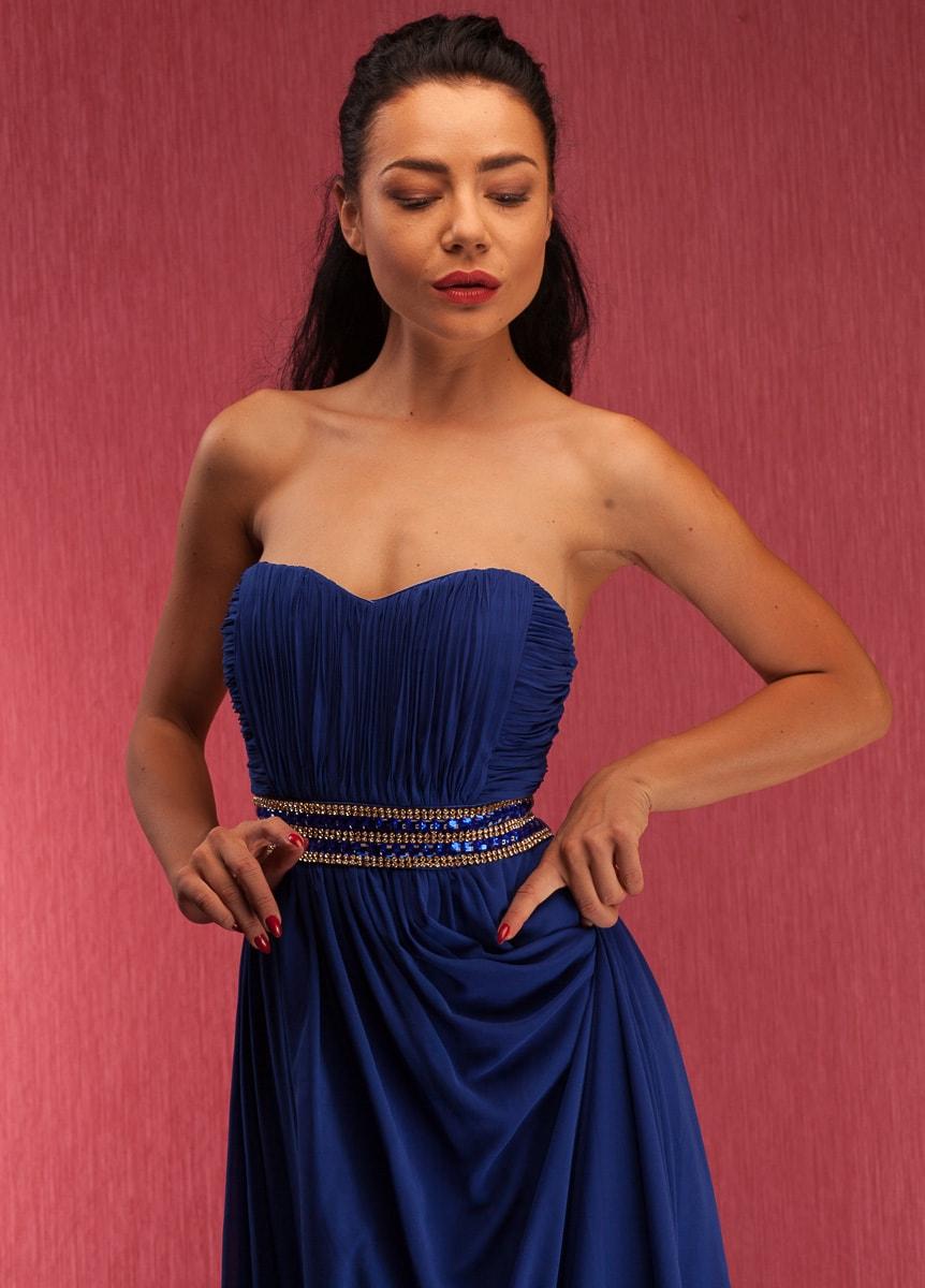 Společenské dlouhé šaty se štrasovým zdobením bez ramínek - modrá ... fd8c399cc1e